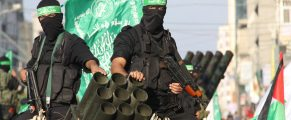 DHRN74 Gaza, Palestinian Territories, . 14th Nov, 2013. Palestinian militants of the Ezzedine al-Qassam brigade, the armed wing Hamas, parade with Rocket launcher in Gaza city, on November 14, 2013, during an anti-Israel march as part of the celebrations marking the first anniversary of Israel's operation Pillar of Defence. Photo: Ahmed Deeb/NurPhoto © Ahmed Deeb/NurPhoto/ZUMAPRESS.com/Alamy Live News