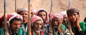 Yemenis belonging to the Bagefer tribe attend a wedding ceremony at Wadi Lesser, in Hadramout August 28, 2007. The Hadramout is an isolated tribal region in the south of the Arabian peninsula and is the ancestral home of al Qaeda leader Osama bin Laden.   REUTERS/Susan Baaghil    (YEMEN)
